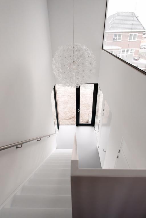 https://bouwhorst.nl/wp-content/uploads/2017/07/Moderne-villa-te-Heerenveen-interieur-hal.jpg